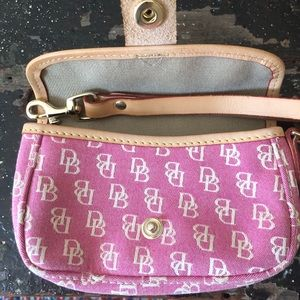 Snap front wristlet